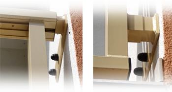 Detail spodního a horního uchycení zábradlí k boční stěně lodžie