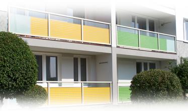 Lodžiová zábradlí AluClick Standard se skleněnou výplní a s folií potisknutou barevnými vzory