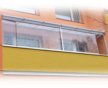 Doplňky lodžií - pohled na stříšku nad lodžii se zasklením IVETA